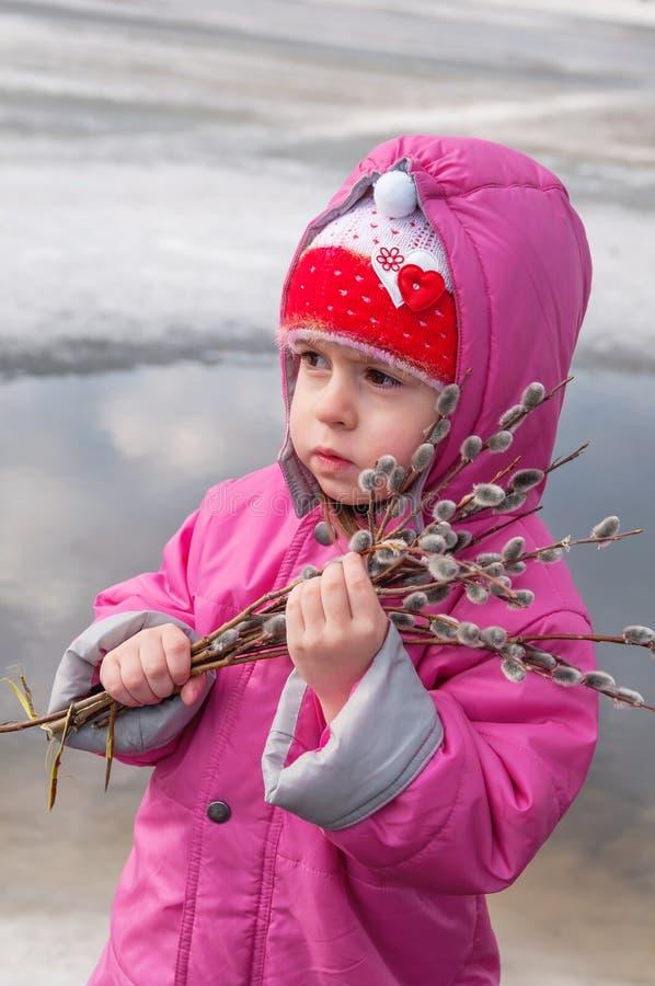 Criança com salgueiro fotografia de stock