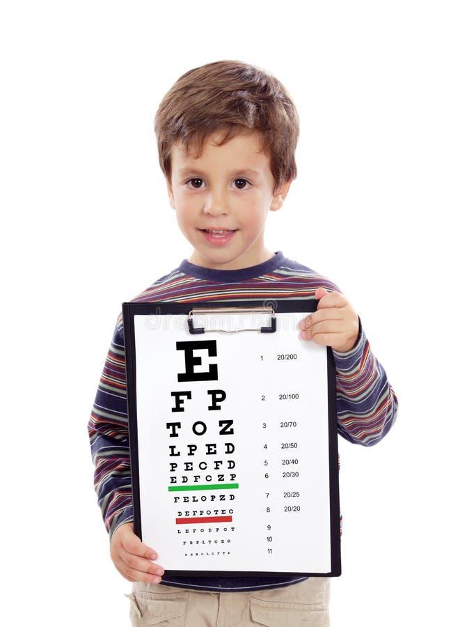Criança com uma carta do exame da visão fotografia de stock