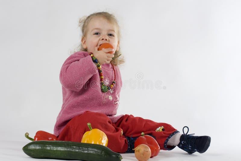 Criança com vegetais imagens de stock