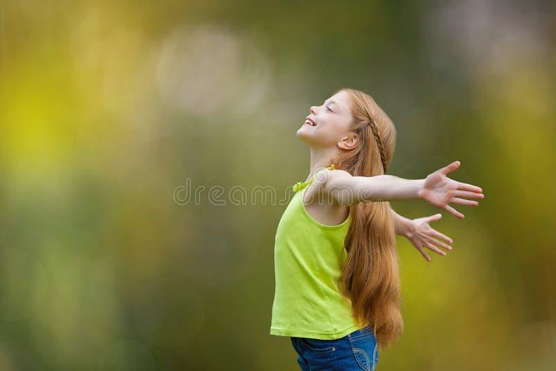 Criança, criança, alegria, fé, elogio e felicidade foto de stock