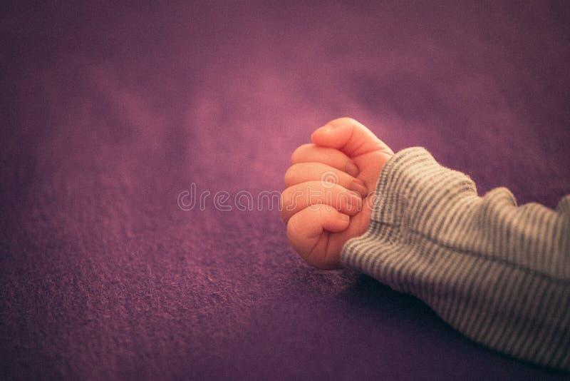Criança da mão imagens de stock royalty free