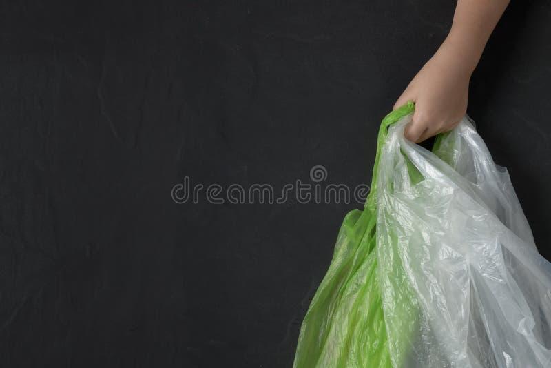 Criança da mão que guarda sacos de plástico imagens de stock royalty free