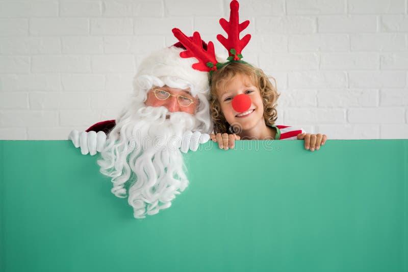 Criança de Santa Claus e da rena imagens de stock