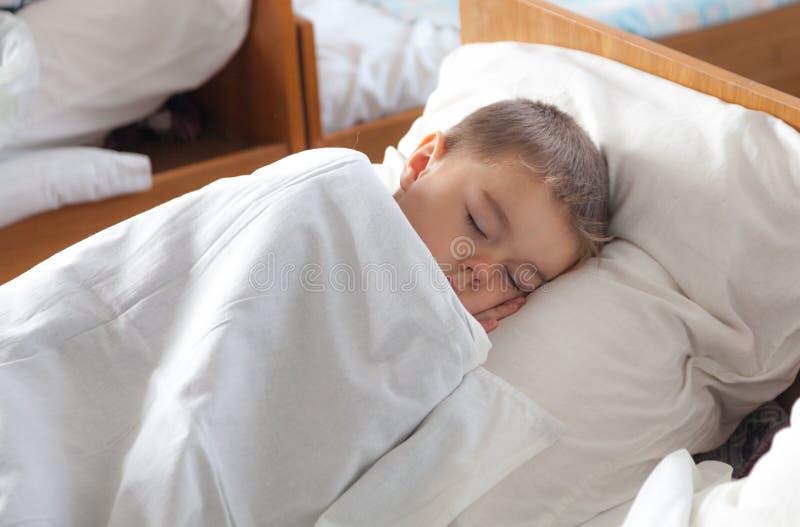 Criança de sono imagens de stock royalty free