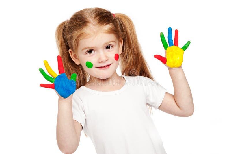 Criança de três anos Gilr com mãos brilhantemente pintadas fotografia de stock royalty free