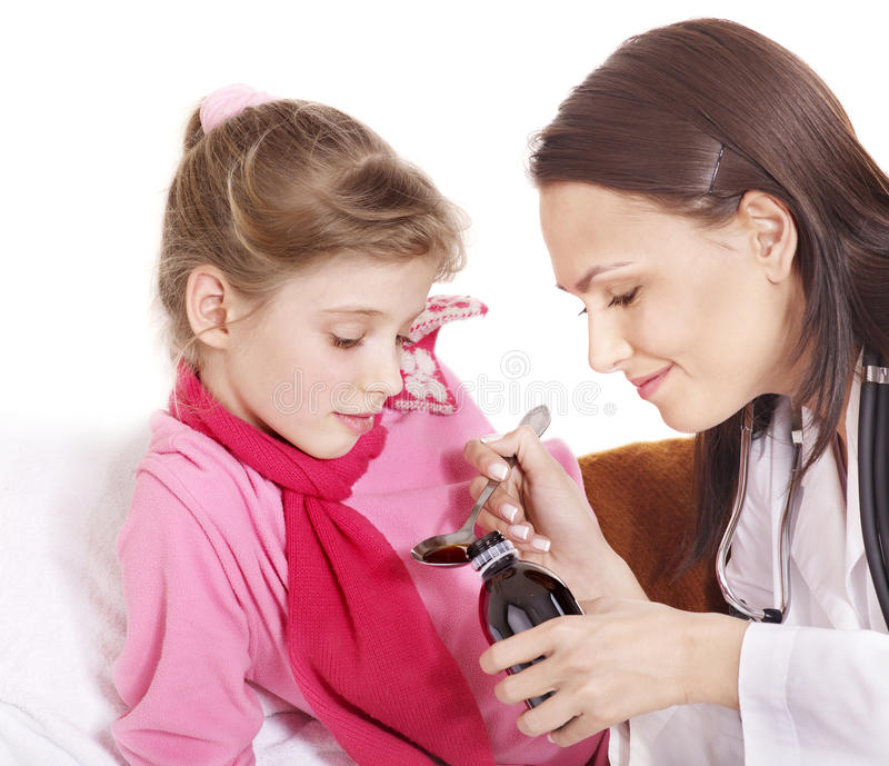 A criança doente toma a medicina. Isolado. foto de stock royalty free