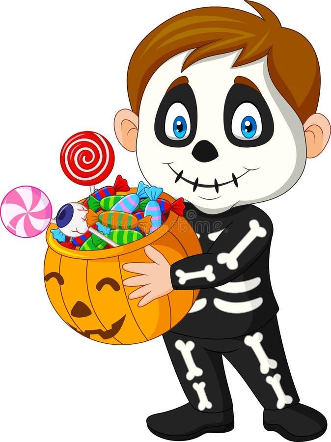 Criança dos desenhos animados com o traje de esqueleto que guarda doces completos do saco da abóbora ilustração stock