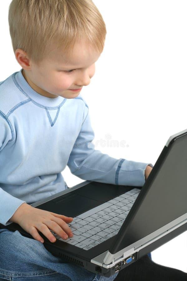 Criança e computador foto de stock royalty free