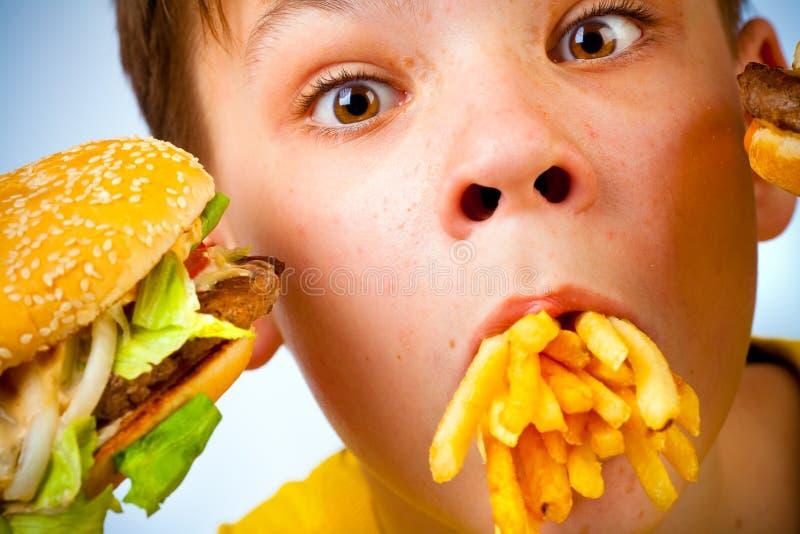 Criança e fast food imagem de stock