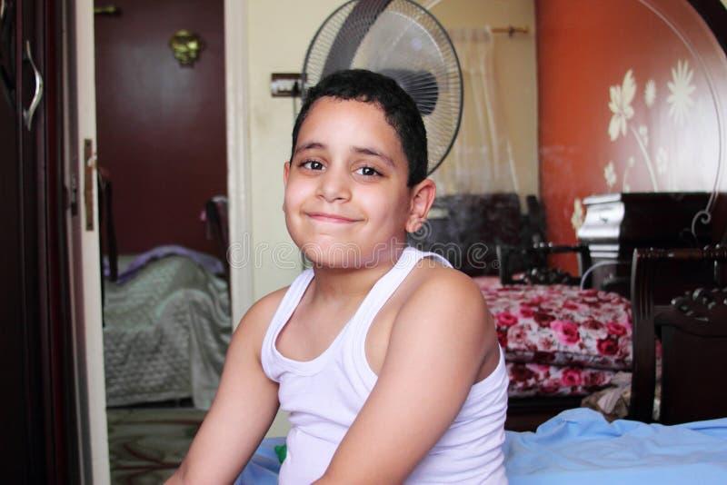 Criança egípcia árabe de sorriso foto de stock