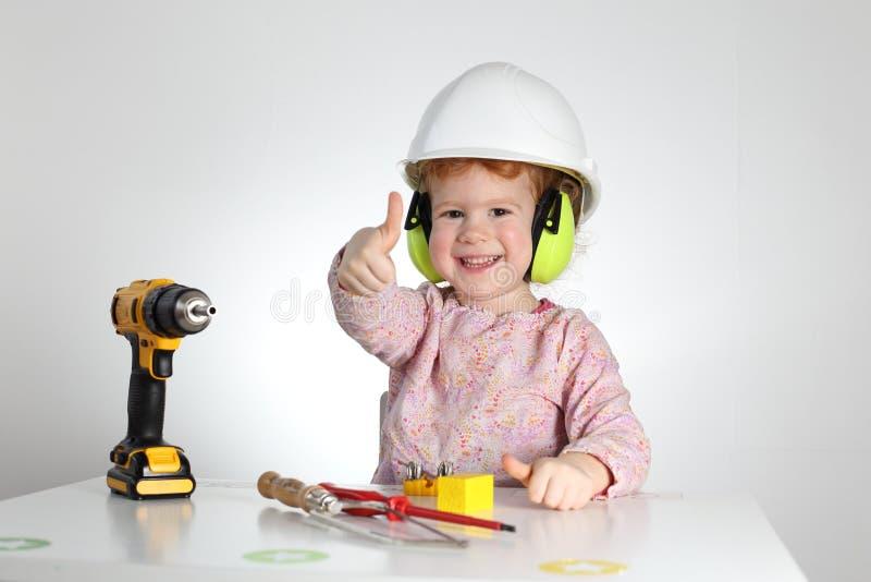 Criança em saúdes e segurança no trabalho do trabalho imagens de stock royalty free
