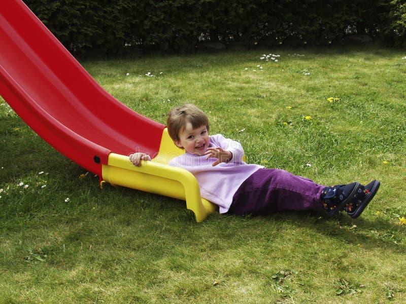 Criança em uma corrediça imagens de stock royalty free