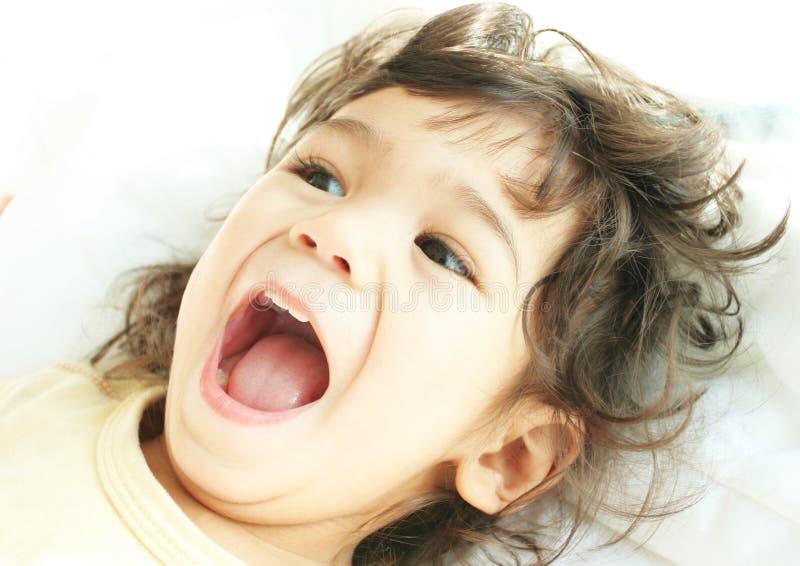 Criança enchida com a alegria imagens de stock
