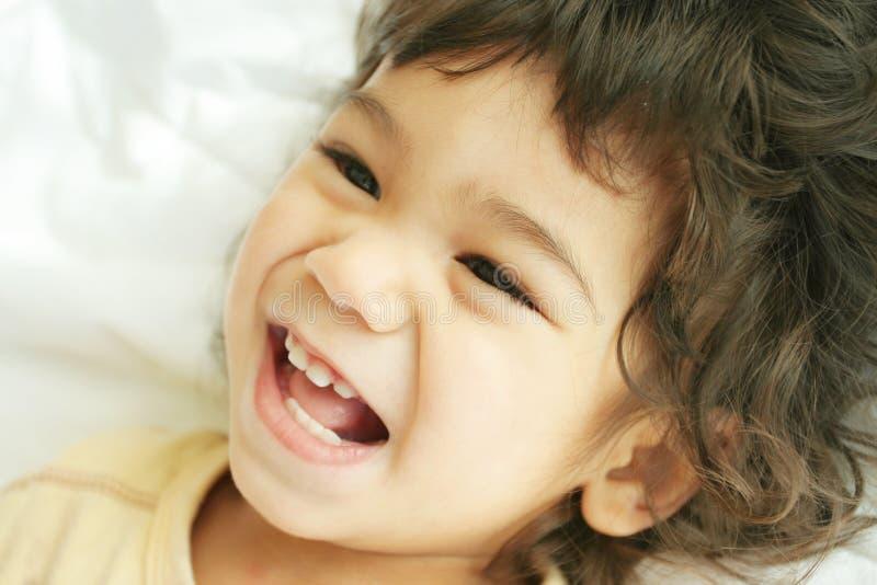 Criança enchida com a alegria imagens de stock royalty free