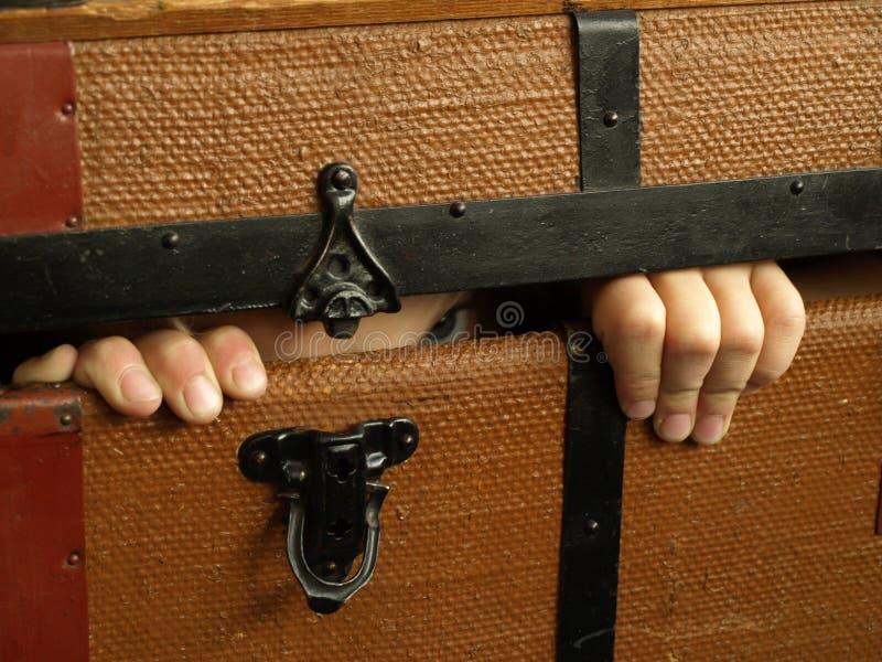 Criança escondendo imagem de stock royalty free
