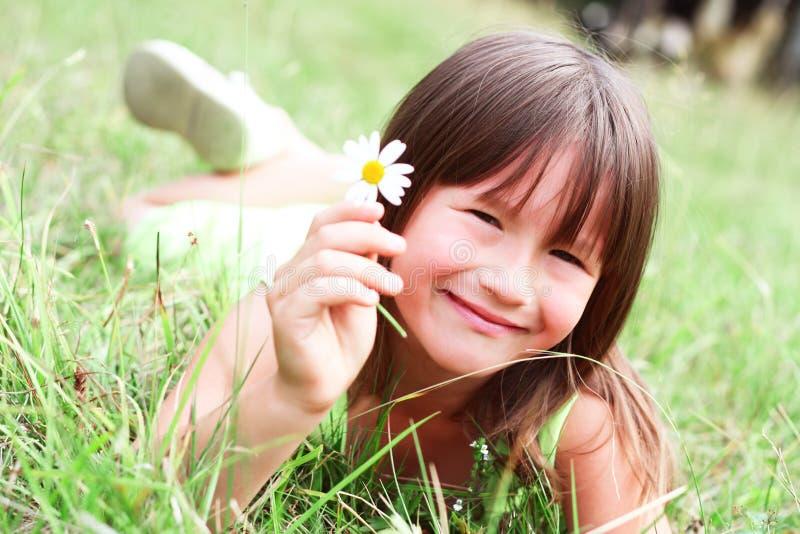 A criança está sorrindo fotos de stock