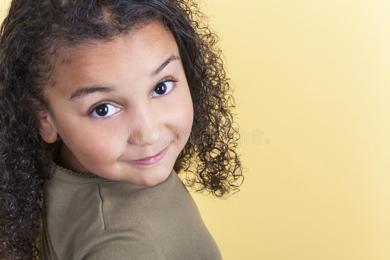 Criança fêmea afro-americano feliz da menina foto de stock