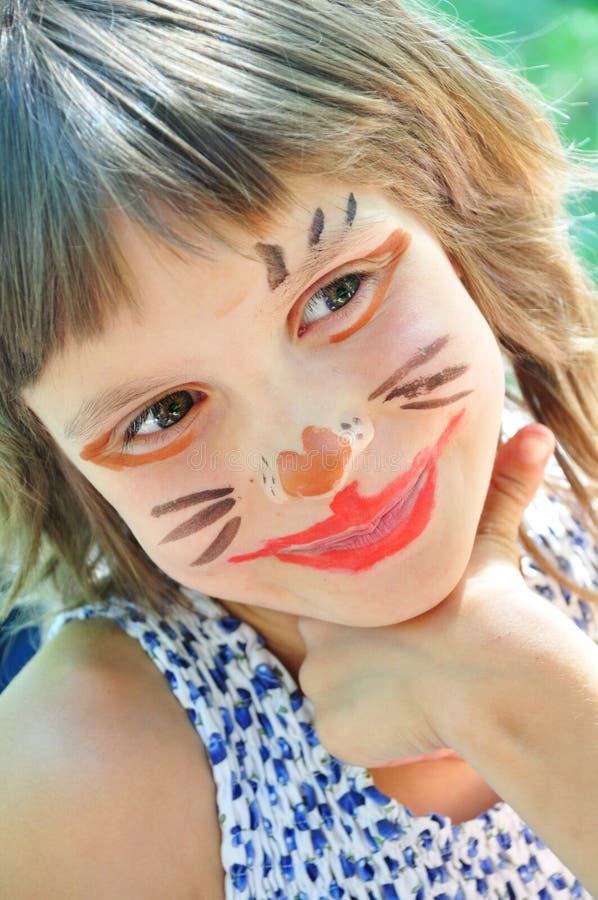 Criança feliz com a face pintada engraçada foto de stock
