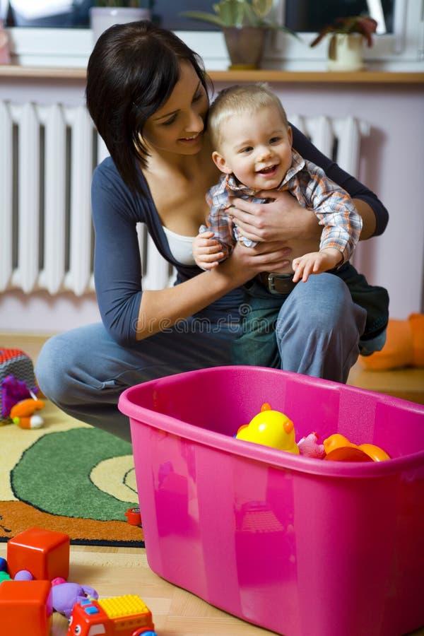 Criança feliz com matriz fotos de stock royalty free