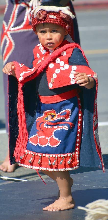 Criança indiana nativa no traje tradicional fotos de stock