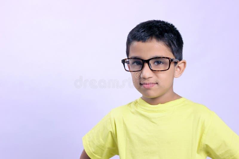 Criança indiana no monóculo fotografia de stock
