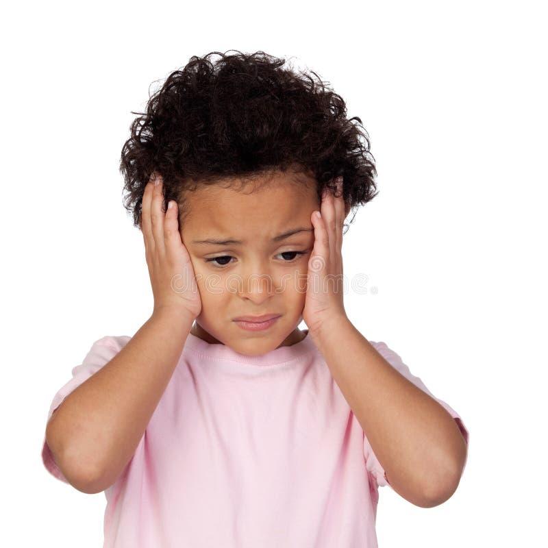 Criança latin triste com dor de cabeça imagens de stock royalty free