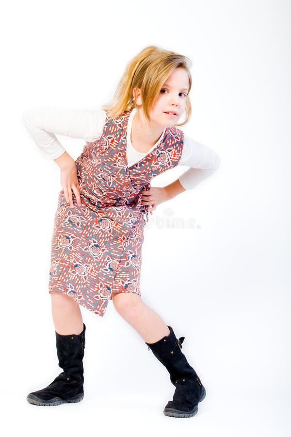 Criança loura que levanta o estilo da forma foto de stock
