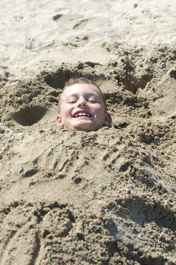 Criança na areia imagens de stock