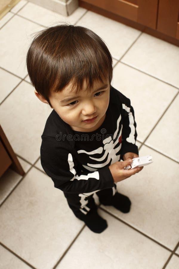 Criança na cozinha fotos de stock