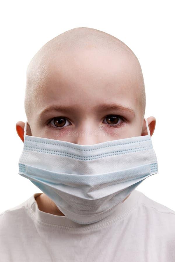 Criança na máscara da medicina fotografia de stock