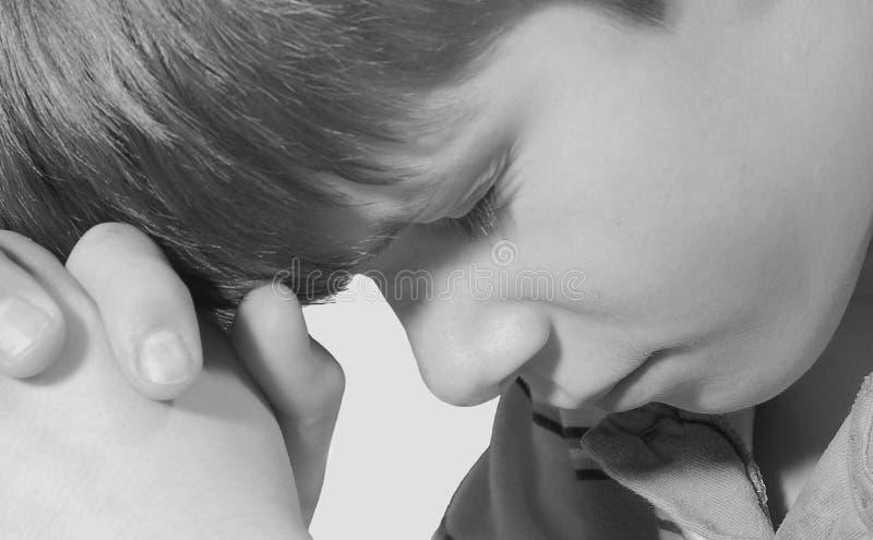 Criança na oração foto de stock royalty free