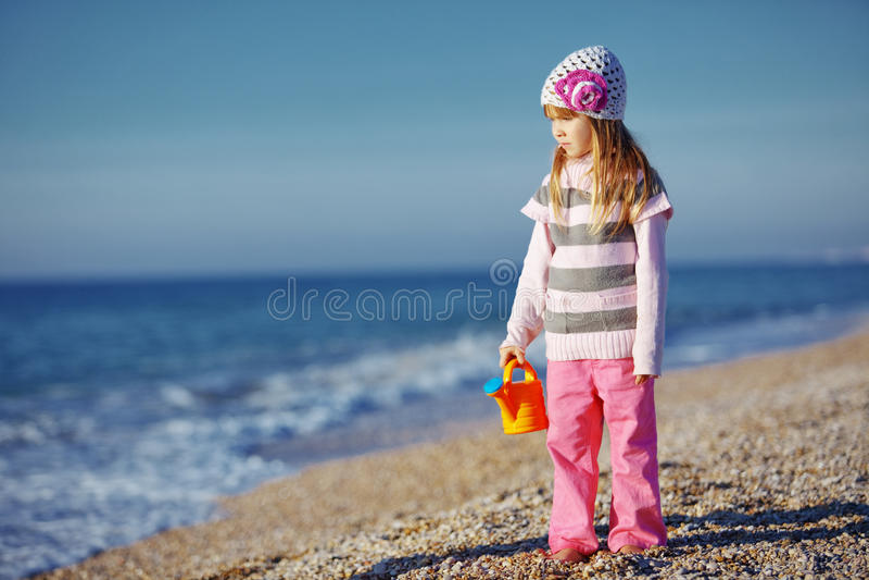 Download Criança na praia imagem de stock. Imagem de outdoors - 16869539