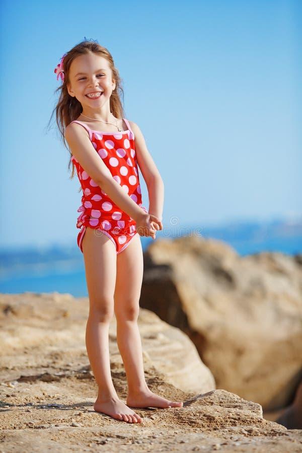 Criança na praia no verão fotos de stock royalty free