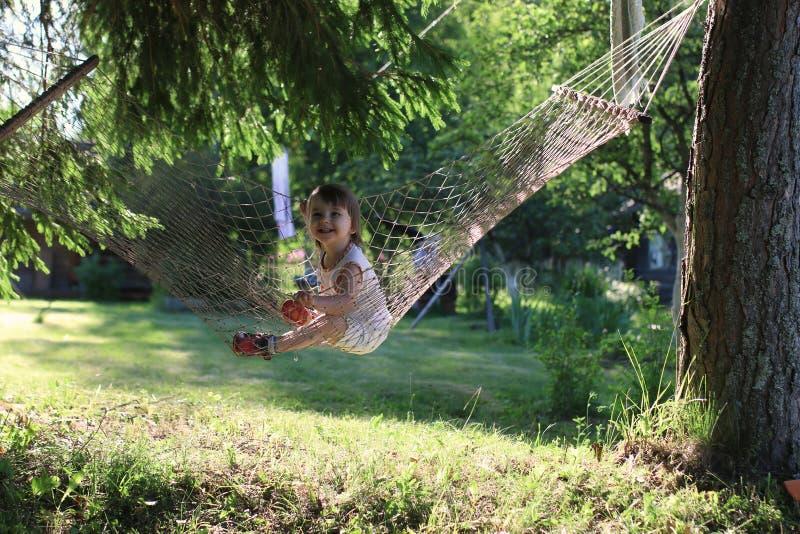 Criança na rede na natureza fotografia de stock royalty free