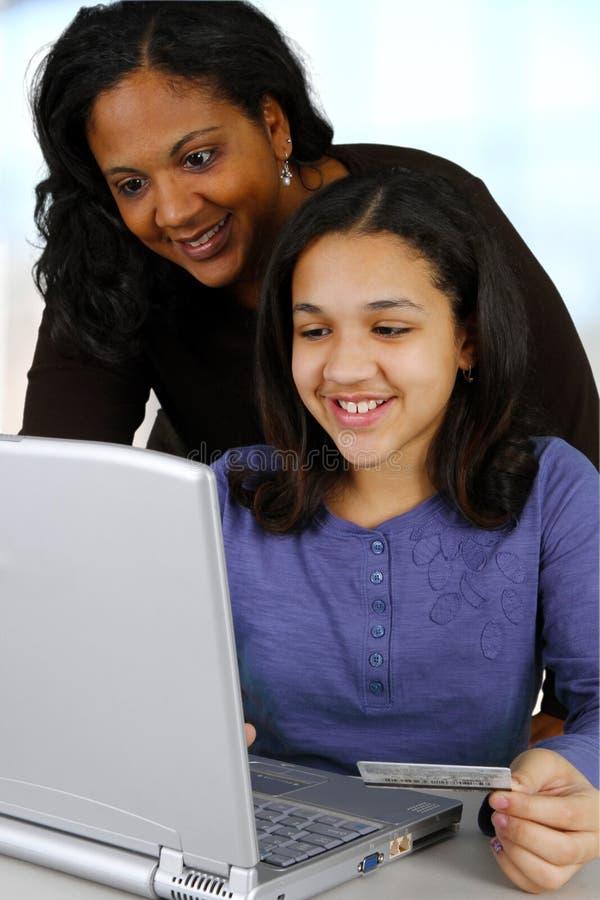Criança no computador foto de stock royalty free