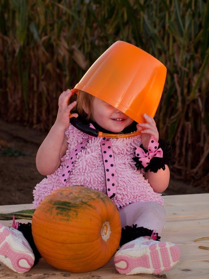 Criança no traje de Halloween foto de stock royalty free