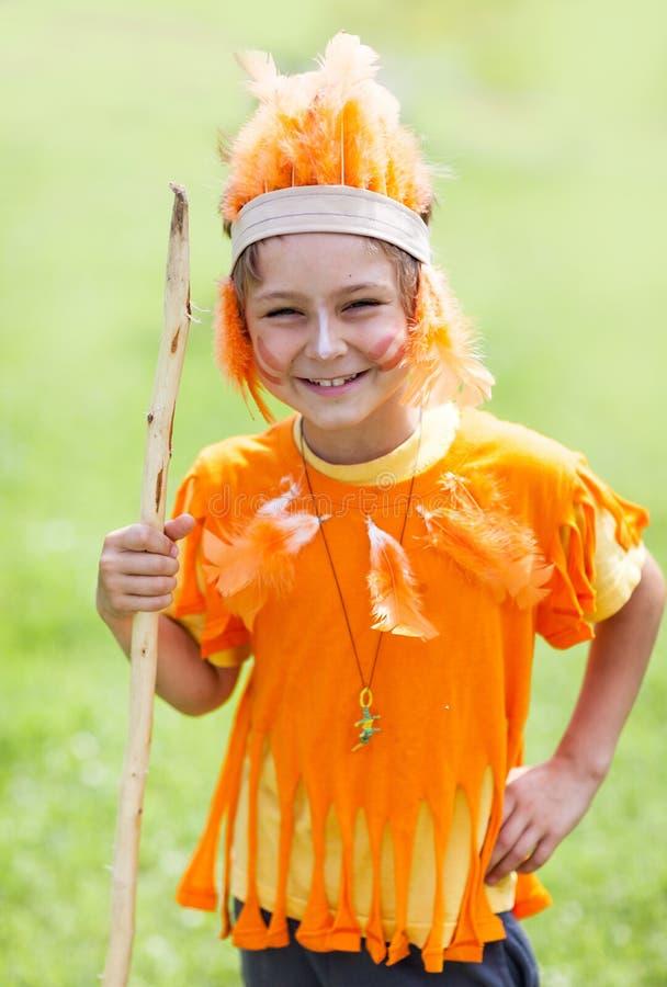 Criança no traje do indiano imagens de stock