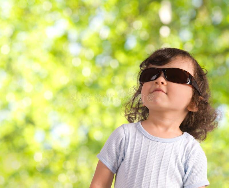 Criança nos óculos de sol fotos de stock