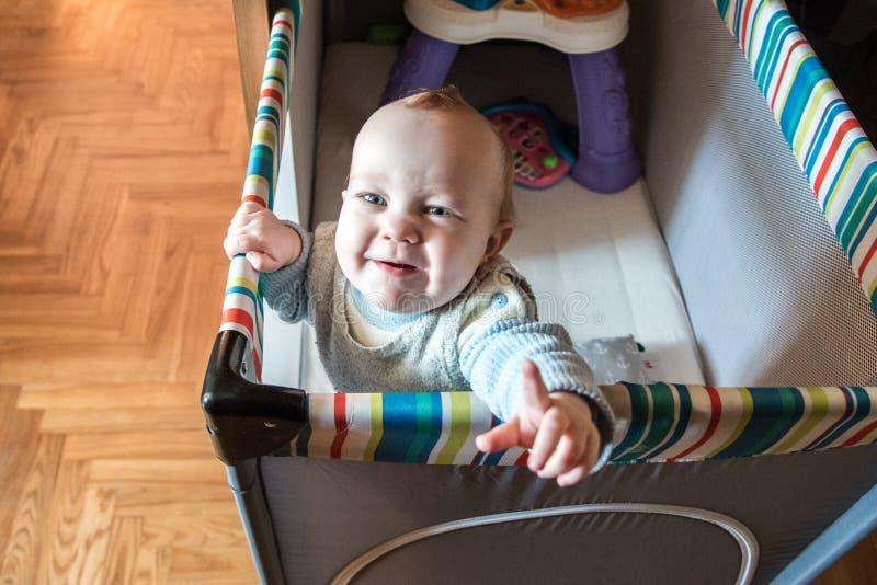 A criança olha infeliz dentro fotos de stock royalty free