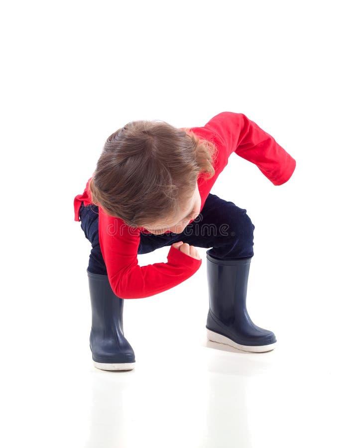 Criança pequena bonito com dança das botas imagem de stock royalty free