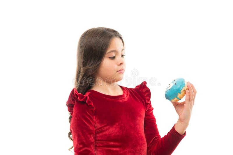 Criança pequena com Donato forma e beleza da criança O dia das crianças felizes Vida doce Comer e fazer dieta saudáveis Alimento fotografia de stock