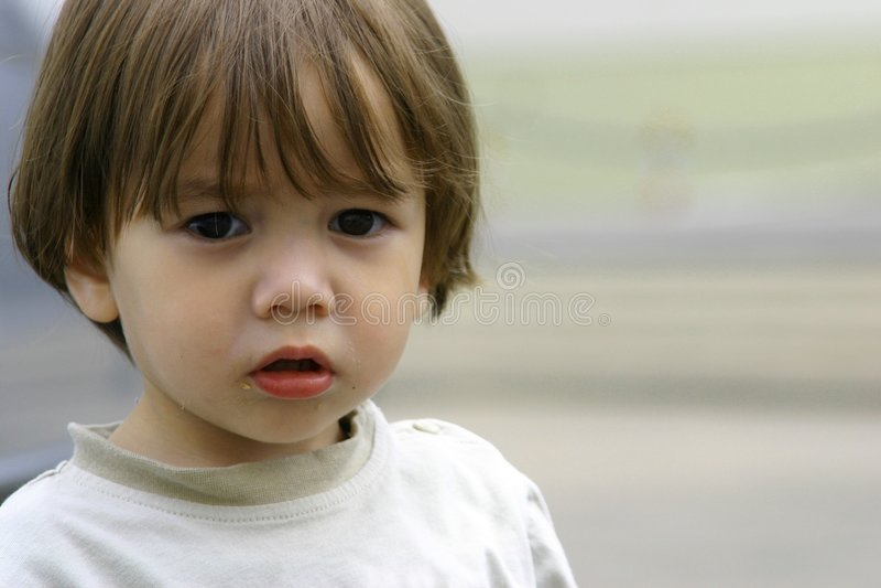 Criança pequena deficiente perdida fotografia de stock