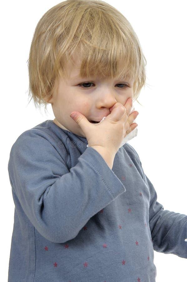 Criança pequena que tem um frio, fotografia de stock royalty free