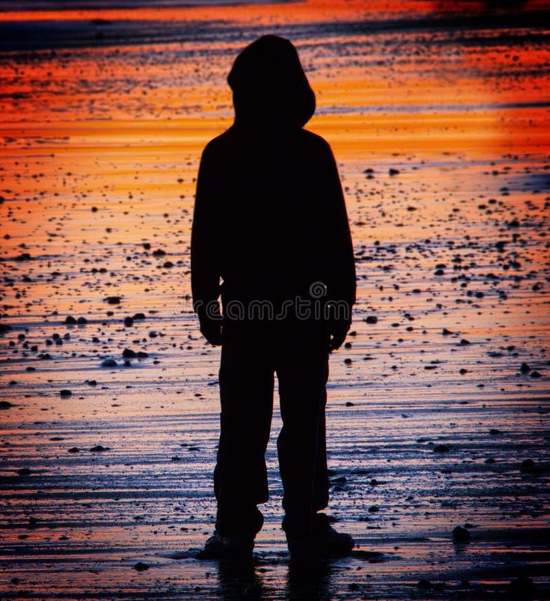 Criança perdida e sozinha