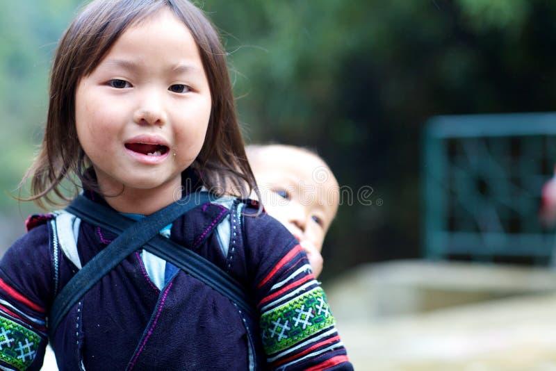 Criança preta da minoria étnica de H'mong imagem de stock