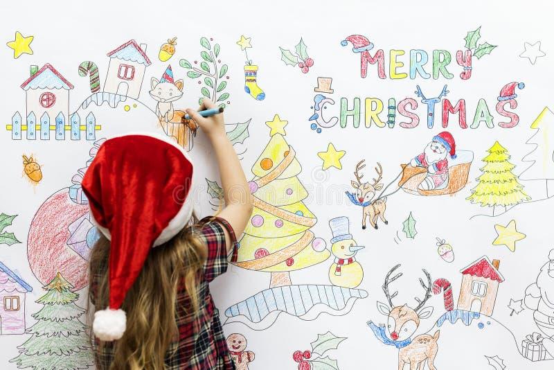 Criança que colore um desenho do Natal foto de stock royalty free