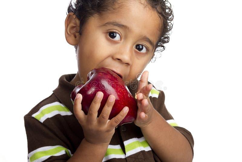 Criança que come Apple imagem de stock