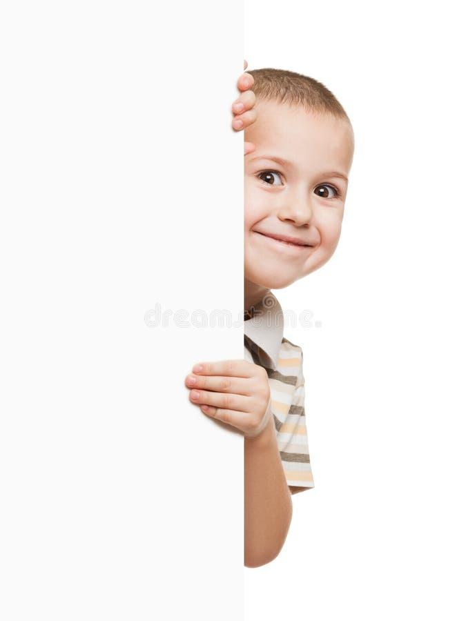 Criança que guardara o cartaz vazio fotos de stock