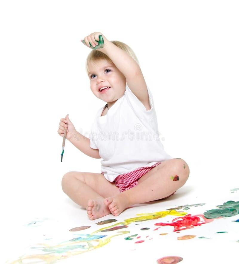Criança que paiting sobre o branco imagens de stock