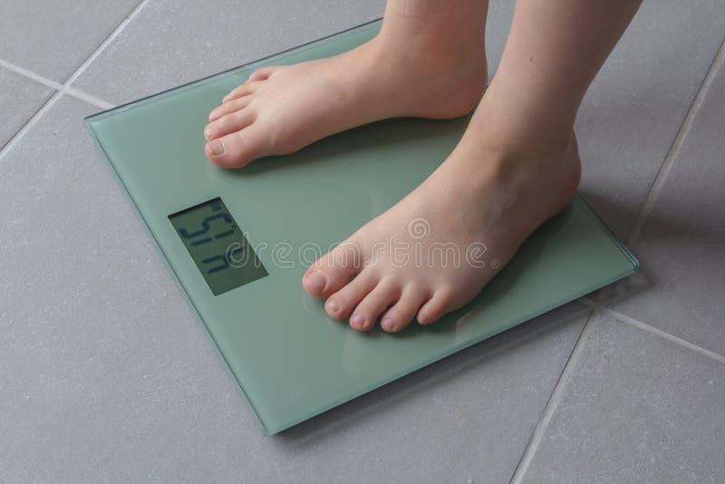 Criança que pesa acima fotos de stock